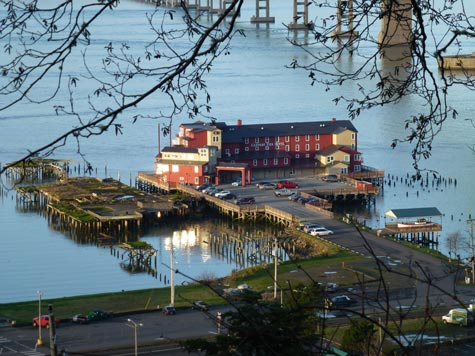 Astoria Cannery Pier Hotel
